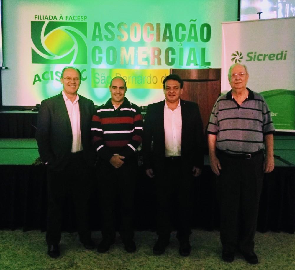 Jaime Basso, presidente do Sicredi; Valter Moura Júnior, vice-presidente da ACISBEC; João Luiz Mencarelli e Claudio Schowe, diretores ACISBEC.